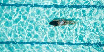 Sonhar com Nadar