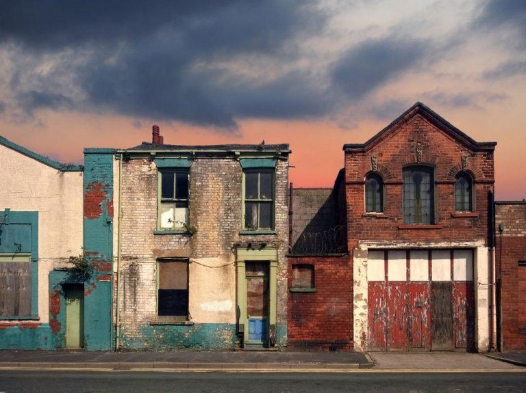 sonhar com casa velha