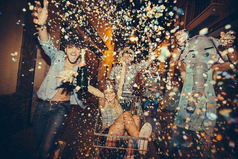 sonhar com festa