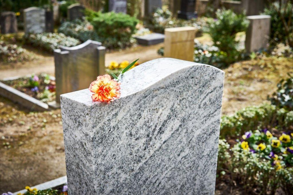 Le sens du rêve du cimetière ? 2